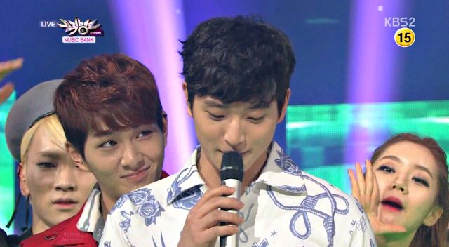 SHINee Onew Music Bank 130427_2
