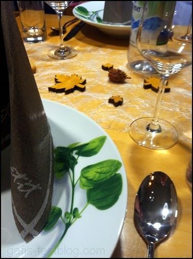 festlich gedeckter Herbsttisch