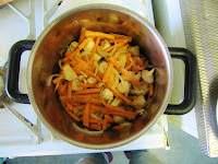 fry chicken onion garlic carrots for turkmen plov