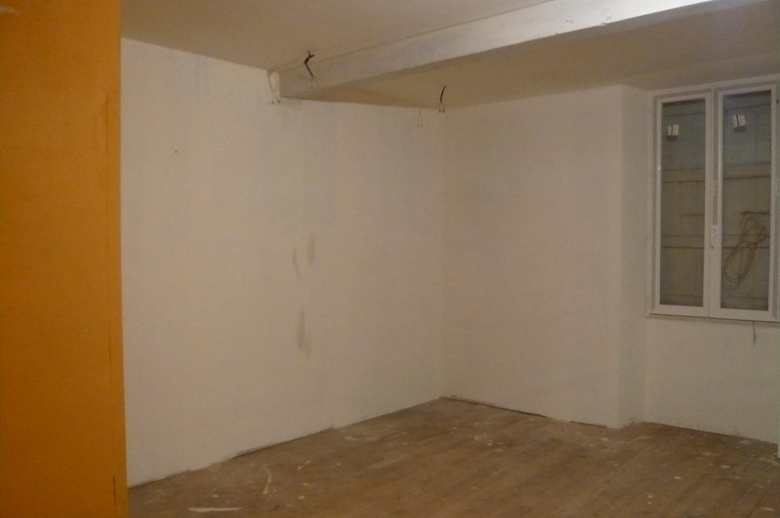 les travaux du prioulet le plancher de la chambre. Black Bedroom Furniture Sets. Home Design Ideas