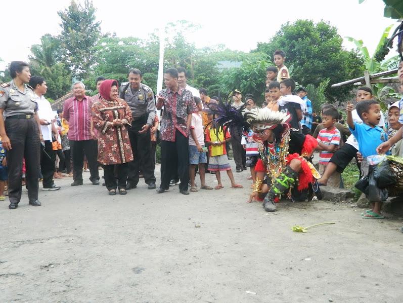 Istri Dahlan Iskan kunjungi Desa Bahasa