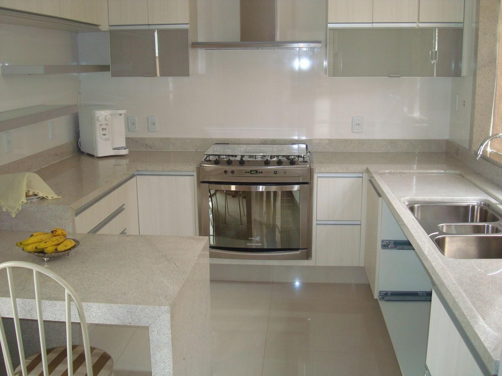 Casa da Sheila: Tons de granito e mármore #AE8B1D 1600x1200 Armario Banheiro Casas Bahia