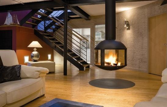 Fotos de chimeneas chimenea colgante para interiores for Tipos de disenos de interiores de casas