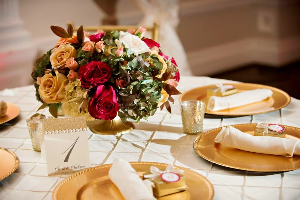 The Blooming Bride, DFW, Fort Worth, Texas, Wedding Flowers, Table Decorations, Red Roses, Gold Plates