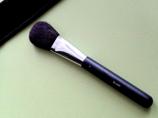 CHANEL #4 Blush Brush Review, Photos