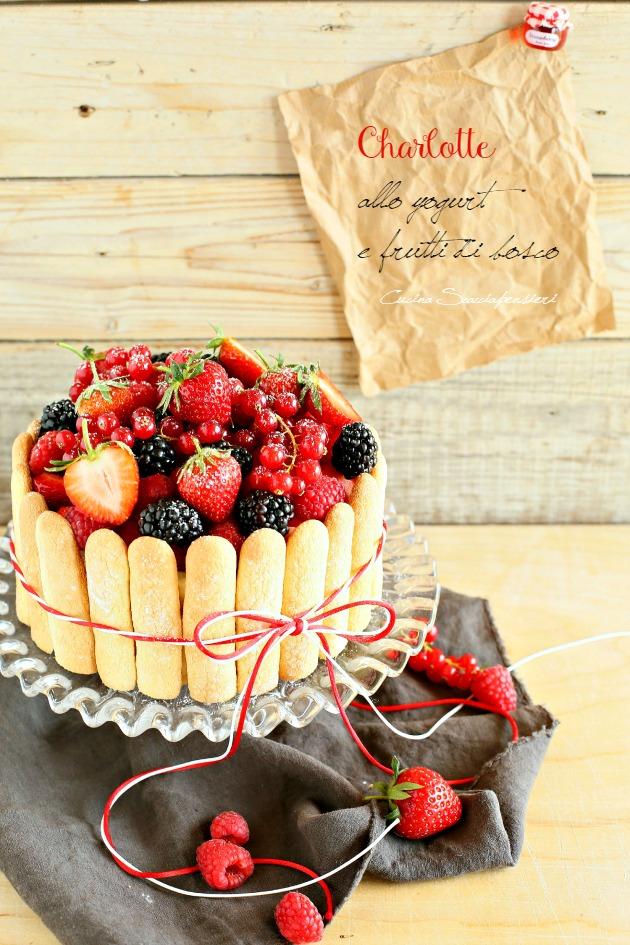 charlotte allo yogurt e frutti di bosco per taste&more n. 15