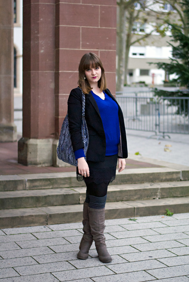 ootd christmas eve black blazer blue jumper