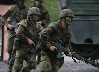 ο Σόιμπλε ζητάει να κατέβει Στρατός στους δρόμους..¨εδώ και τώρα¨.
