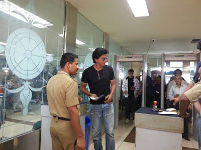 Shahrukh Khan being frisked at Goa airport
