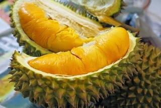 Makan Durian Dengan Air Kelapa