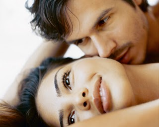 6 Bagian Tubuh Wanita Favorit Untuk Dicium