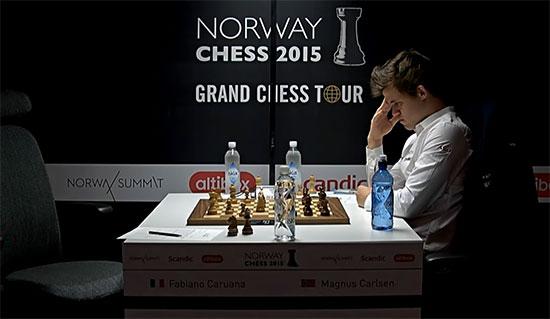Le champion du monde d'échecs Magnus Carlsen débute le tournoi avec un affreux 0-2 - Photo © site officiel