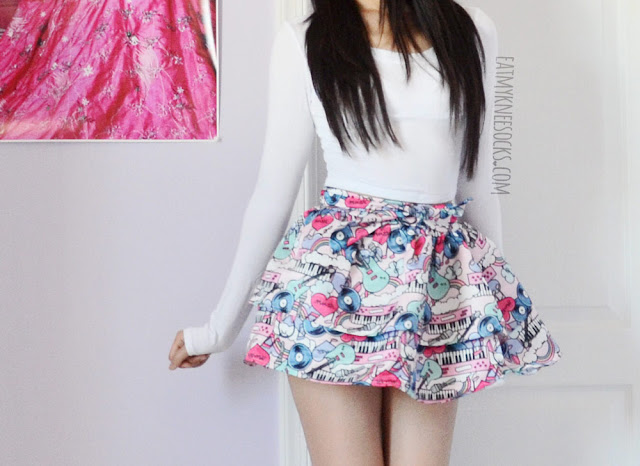 More photos of this simple and cute Japanese Harajuku-inspired tiered flare skirt from Romwe, worn with a white long-sleeve crop top.