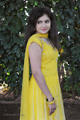New Actress Noorjahan Photos in Yellow-thumbnail-18