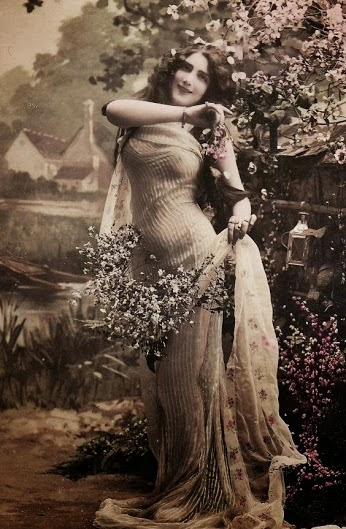 Vintage French glamour postcard from the 1900s