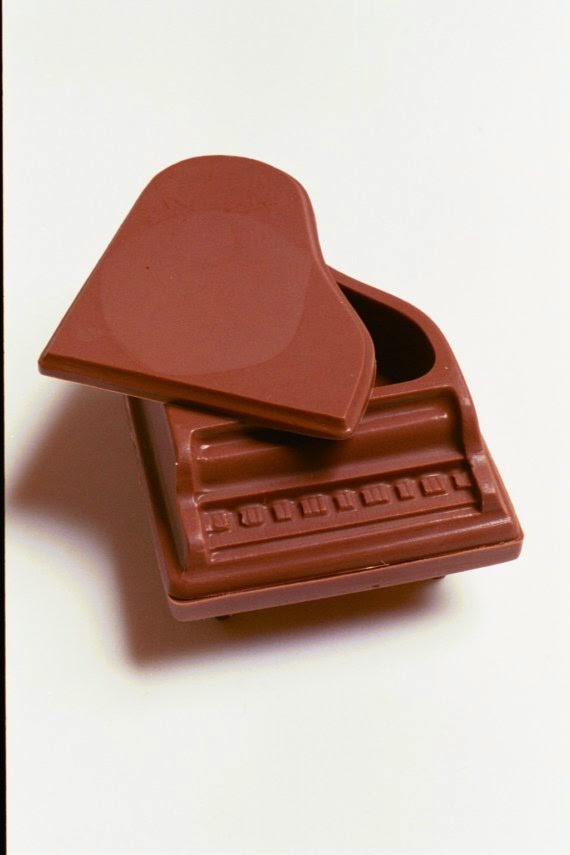 https://www.etsy.com/listing/20927097/chocolate-piano-for-music-lovers?ref=favs_view_2
