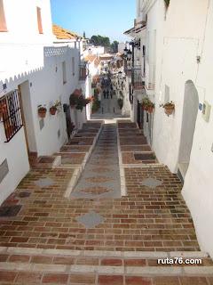 Calle en pendiente de Mijas Pueblo