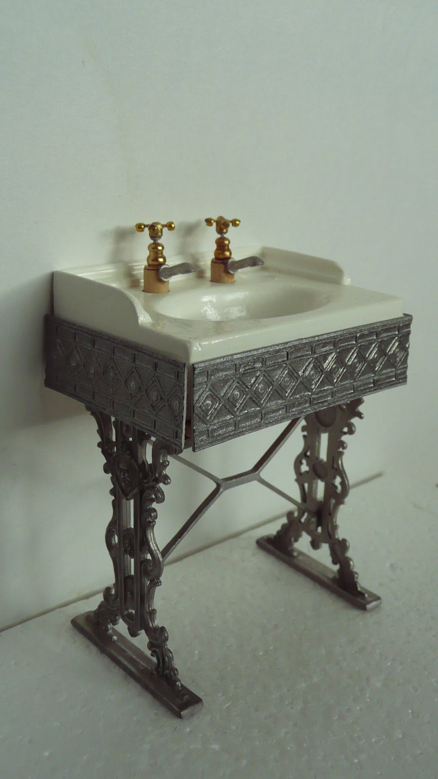 Bathroom Sink Table : Ambers House: Dressing table and Bathroom sink
