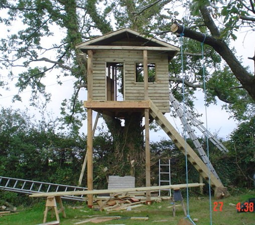 100 tree house design ideas alexander gruenewald for Free treehouse plans and designs