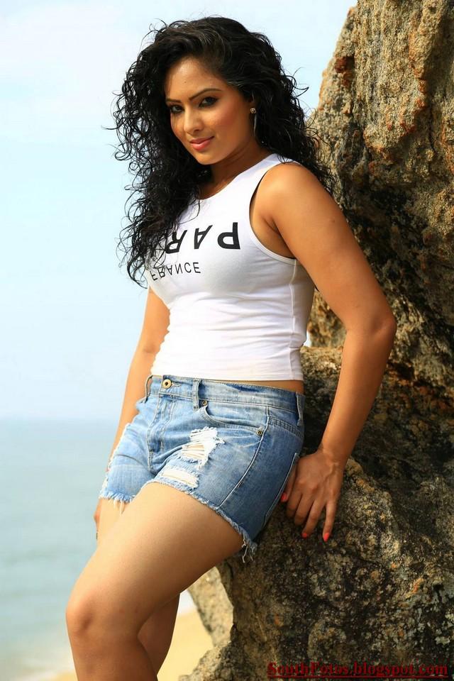 Nikesha Patel Sexy Wallpaper