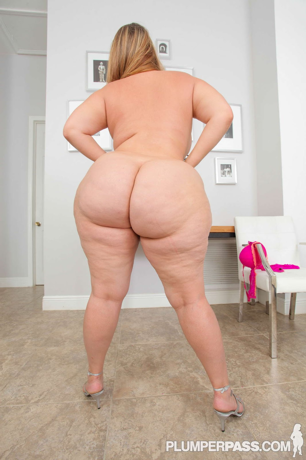 nude plus ass size