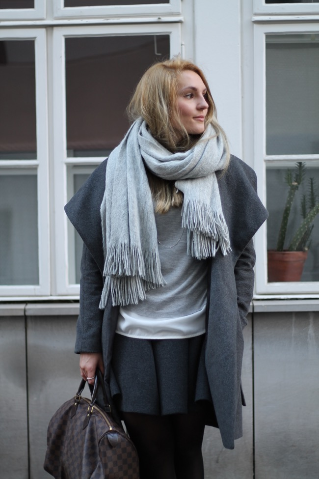 Fashionblogger - Orsay Mantel grau - Louis Vuitton Damier Ebene Speedy 35 - Winteroutfit - Casual Chic - Outfit fuer die Arbeit - Grau in Grau - 50 shades of grey