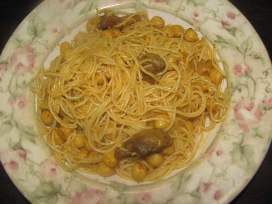 spaghetti with chickpeas and mushroom sauce (Vegetarian/vegan) | Sun ...