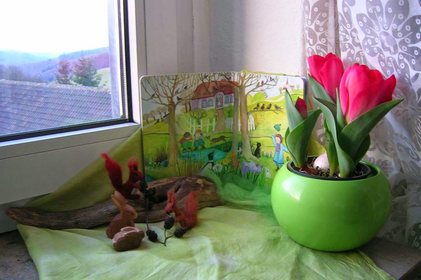 Jahreszeitentisch im März, Jahreszeitentisch im Frühling, Schneeglöckchen, Bilderbuch Frühling, Jahrezeitenecke, Waldorfkindergarten, Waldorfpädagogik
