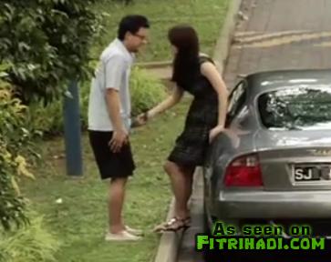 video wanita pukul kemaluan lelaki tepi jalan