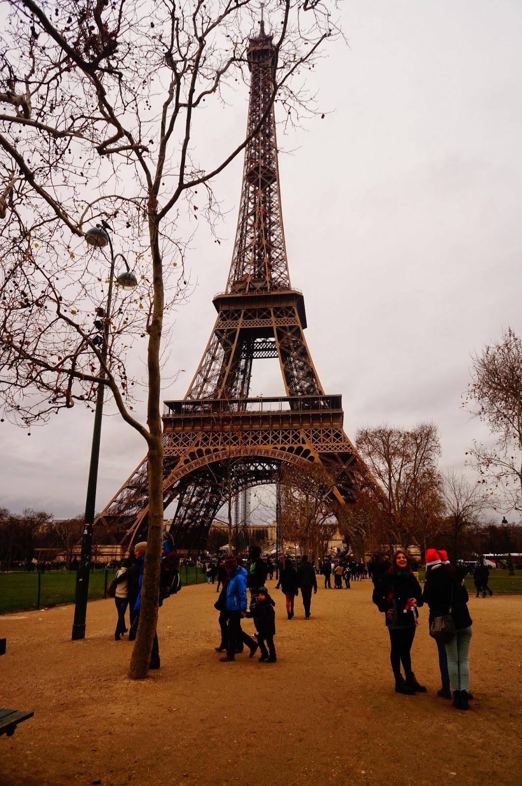 Эйфелева-Башня-в-Париже