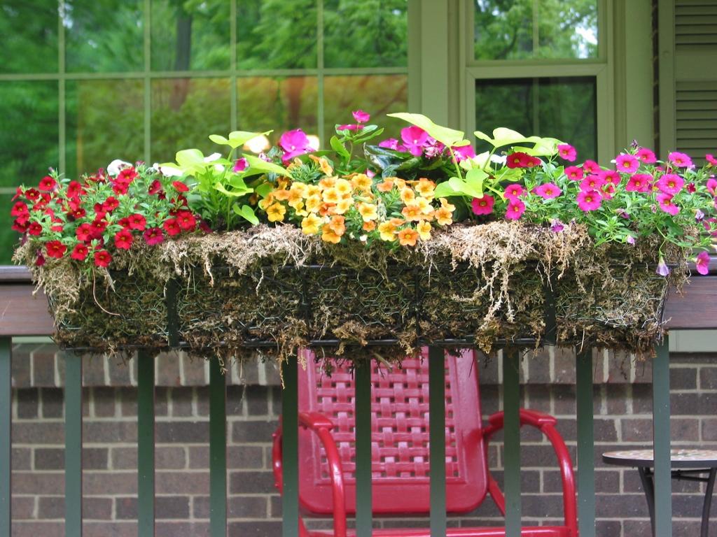 niesz vintage home and fabric porch railing planter boxes. Black Bedroom Furniture Sets. Home Design Ideas