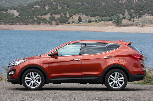 side view of 2013 Hyundai Santa Fe Sport
