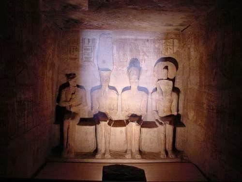 أسرار معبد أبو سمبل وتعامد الشمس مرتين سنوياً على وجه رمسيس الثانى بالصور
