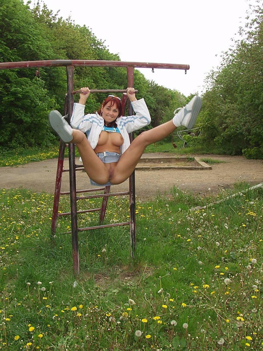 фото женщин без трусов на огороде № 401691 бесплатно