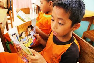 USAID Hibahkan Tujuh Ratus Ribu Buku di Sulsel