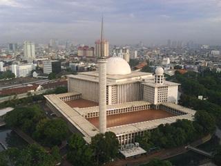 7 Masjid Terbesar Di Indonesia