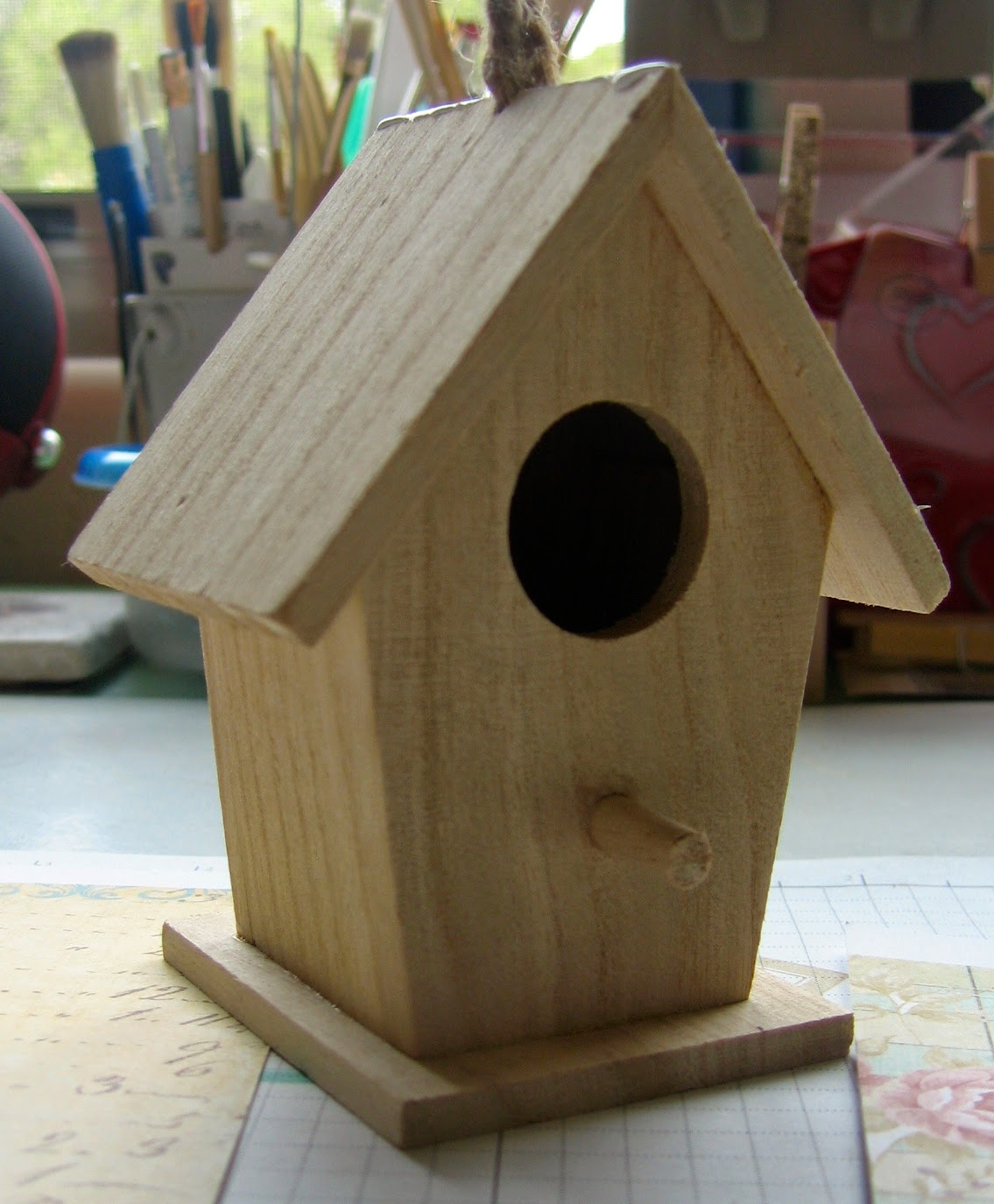 Bird house simple design house design for Simple birdhouse
