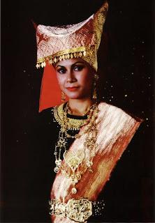 Baju Busana Adat Tradisional Sumatera Barat