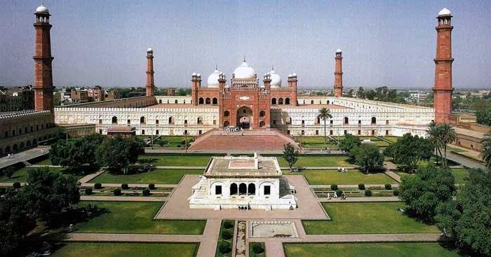 Masjid Badshahi, Masjid dengan Halaman Terluas di Dunia