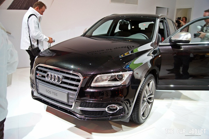 black Audi SQ5 front grille