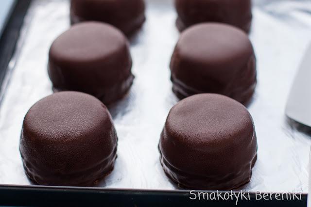 Babeczki owocowe z czekoladą