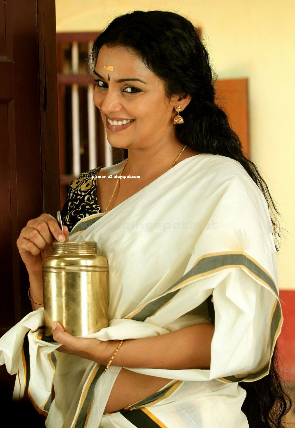 Swetha Menon rathinirvedam malayalam remake pictures