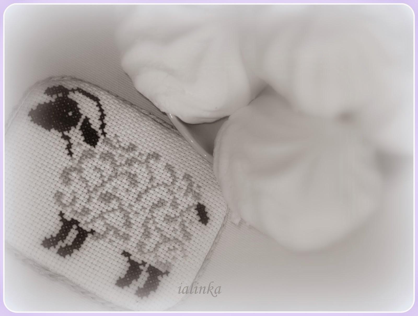 елочка, украшенная  игрушками  hand  made вышивка новый год