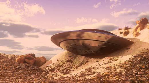 Platillo volador gigante abandonado sobre terreno agreste marciano