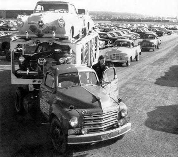 Bringing in the new Studebakers, early 1950s