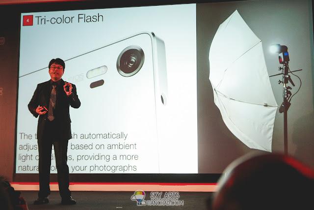 Lenovo VIBE Shot with Tricolor flash