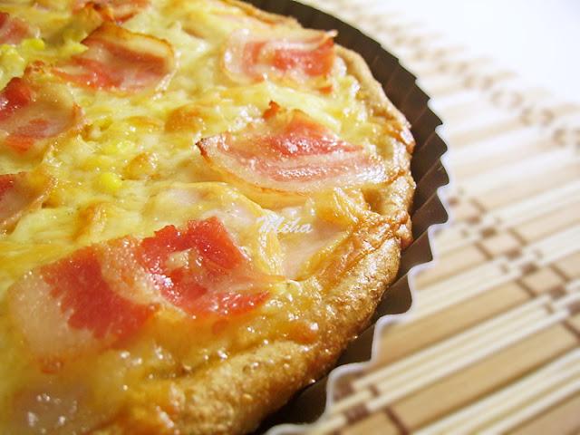 Pizza cu sunca de pui si bacon
