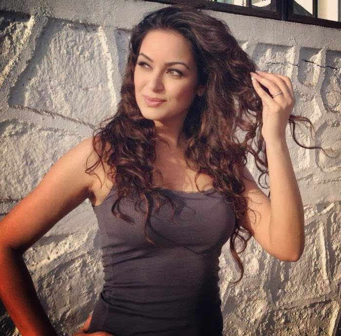 Maryam Zakaria Wallpapers
