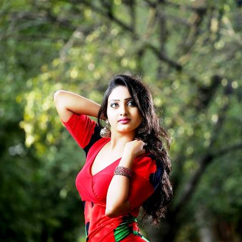 Sri Lankan Hot TV Presenter Vinu Udani