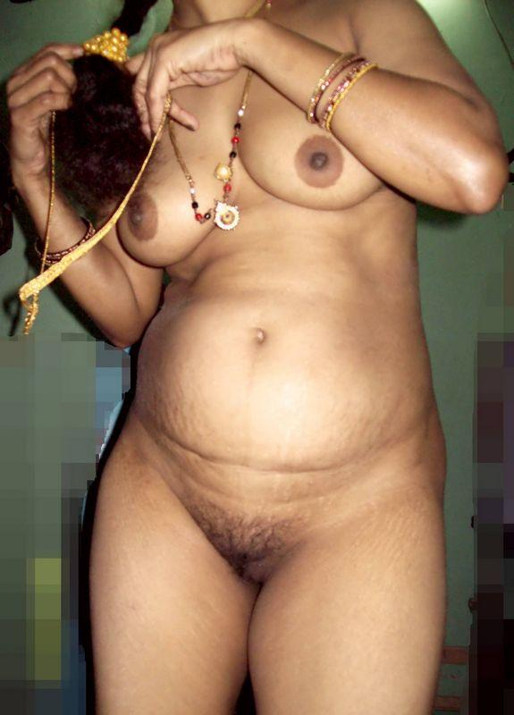 south indian aunty removing saree showing boobs n ass pics